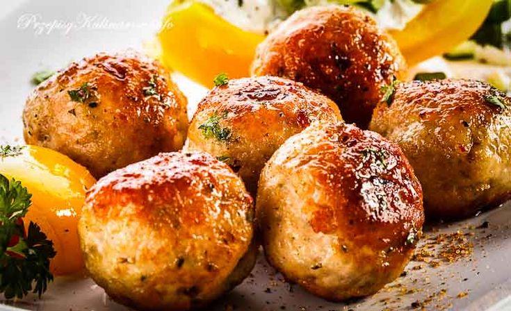 Przygotuj z nami krok po kroku pulpety przygotowane z ryby a zobaczysz jakie smaczne. Do naszych pulpetów potrzebujesz: filetów rybnych, jajka, mąki i odrobiny grysiku. Gotowane w wywarze z warzyw nie zawierają tłuszczu.