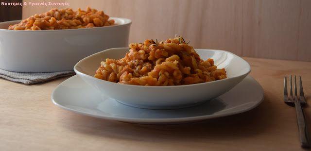 Νόστιμες κ Υγιεινές Συνταγές: Βίδες με ρος κρεμώδη σάλτσα από ντομάτα και λευκά φασόλια