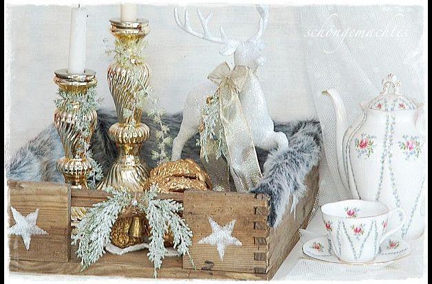Diese große Weihnachtsdeko, im klitzernd rustikalen Landhausstil, kann auch den Adventskranz ersetzen. Ein alte große Holzkiste, mit reichlich Gebrauchsspuren, bekam auf jeder Seite Sternchen...