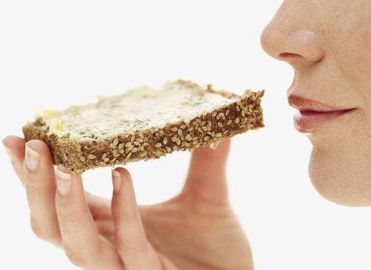 Pas toujours simple de bouger, surveiller son poids, et manger moins de graisses saturées. Pour abaisser le taux du mauvais cholestérol et relever le bon, nos 10 conseils faciles à suivre.