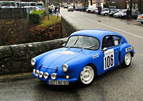 Renault Alpine A106 composants mécaniques de la 4CV ont été utilisés en 1955 pour construire le Renault A106 et la voiture se sont inspirés de la Renault Marqui