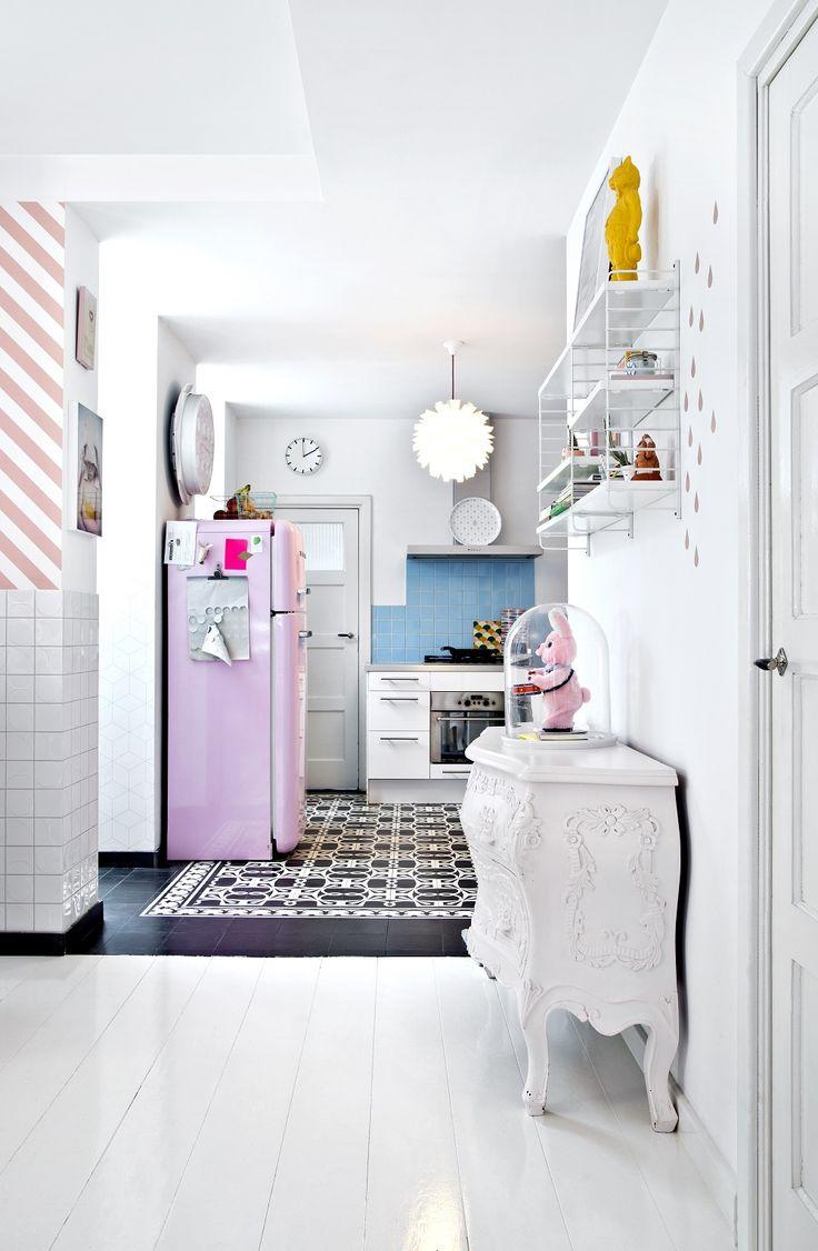 Fresh Genauso wie das Heim von Anki und Casper Wohn Esszimmer und K che gehen ineinander ber Cooler Mittelpunkt Die Essecke unter einem gro en Oberlicht