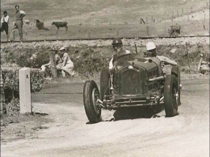 Alf Barrett, Alfa Romeo 8C2300 Monza, Australian GP, Lobethal 1939 practice (Norman Howard)...