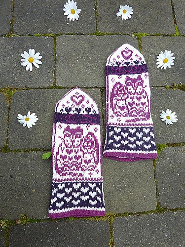 Ravelry: Cat & Kitten Mittens pattern by Natalia Moreva