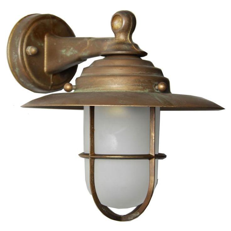 De KS Labenne is een prachtige verschijning. Deze wandlamp heeft een klassiek design en een prachtige koperkleur en staat daardoor prachtig bij oudere woningen. Deze wandlamp met E27-fitting is bovendien geschikt voor energiezuinige LED-lichtbronnen!