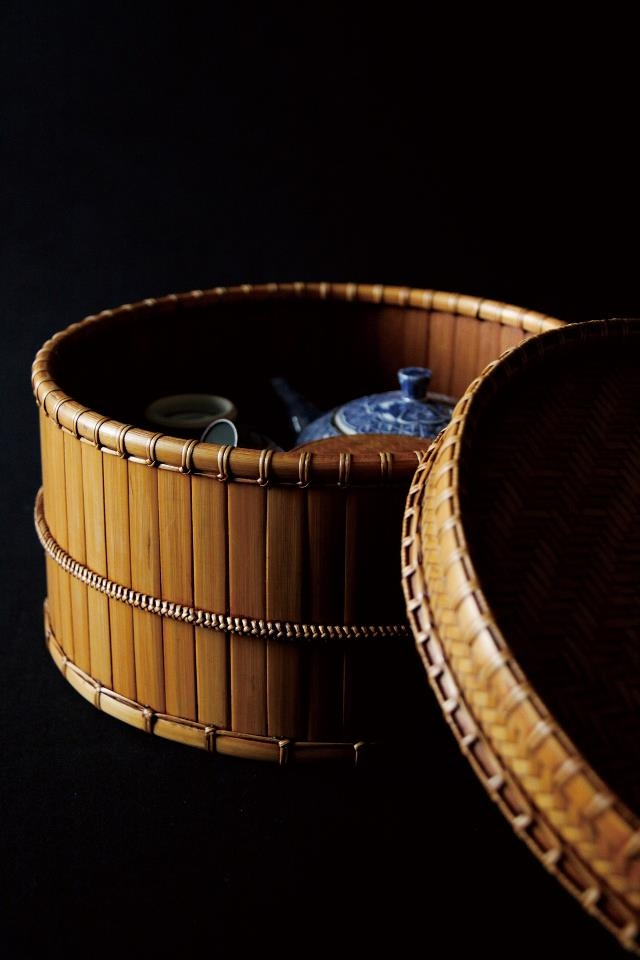 Japanese bamboo box for tea pot and cups by Kohchosai, Japan