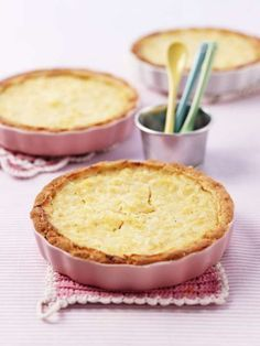 Recept på ananaspaj alla kommer att älska. Lätt att baka och fantastiskt god att äta.