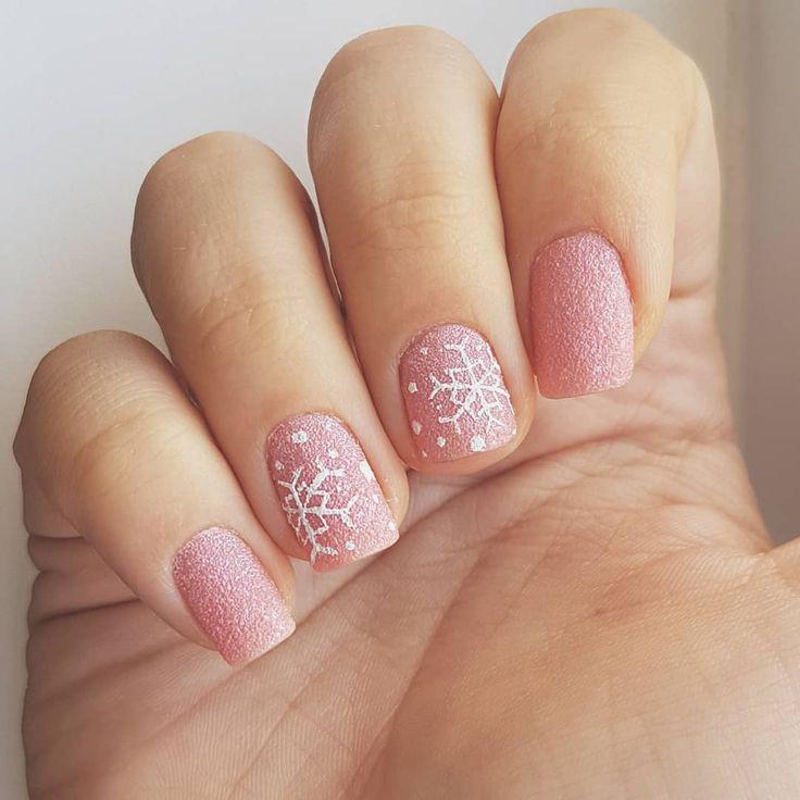 Domi Králiková (@domi_nailart) #winter #winternails #pink #pinknails #faded #mattenails #snowflake #snowflakes #nailart #nailartlover #nails #winter2017