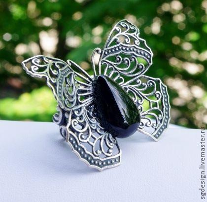 Кольцо `Бабочка` Черный оникс. Элегантное кольцо в форме бабочки с черным ониксом.    Размер кольца под заказ.    Обращайтесь по любым вопросам!