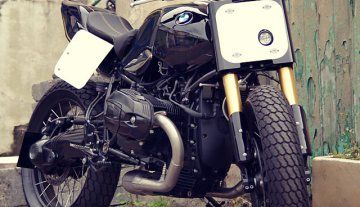 ANARCHY IN THE UK. Pier City Cycle's BMW R nineT Hooligan Flat Tracker