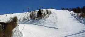 La stazione sciistica di Schia (1200-1500 metri di altitudine) a 40 minuti di auto da Parma è una meta privilegiata di tante famiglie con bambini: c'è un moderno tapis roulant nella pista campo scuola dove sono disseminati vari giochi gonfiabili e dove i bambini possono giocare anche senza sci ai piedi.    A Schia ci sono dieci piste di varie difficoltà (in un carosello di 15 km) servite da quattro impianti: 2 skilift, 1 tapis roulant e 1 seggiovia biposto, inaugurata nel 2008 e capace di…