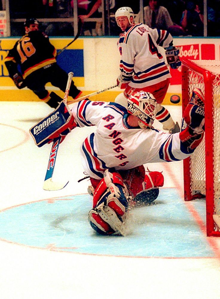 Amazing save in the '94 Stanley Cup Finals #MikeRichter #NYR