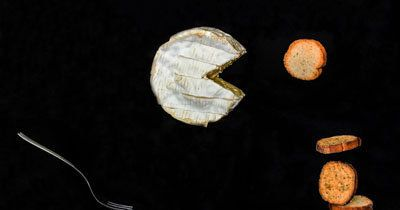 Постный сыр  Если вы хотите разнообразить постный стол, то приготовьте постный сыр. Это не сложно!  Конечно, это будет продукт без молочных продуктов и других продуктов животного происхождения.  Сыр получается вкусным, рецепт сыра допускает множество вариантов. Для разнообразия рекомендуются различные травы, порошок паприки, чили, приправы, грибы и т.д.