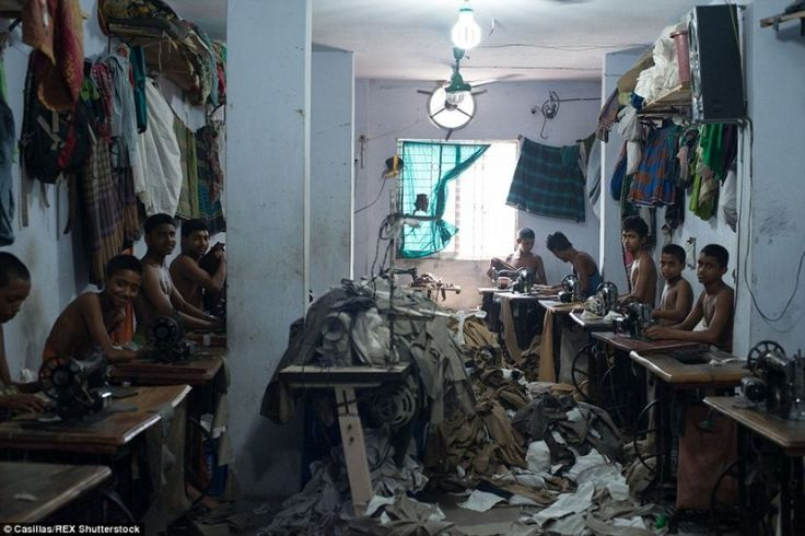 Il reportage di Claudio Montesano Casillas ha acceso i fari ancora una volta sulle tragiche condizioni di #lavoro dei #bambini in #Bangladesh.  Le #foto su Lettera43 http://l43.it/1HCJcIJ #fotografia