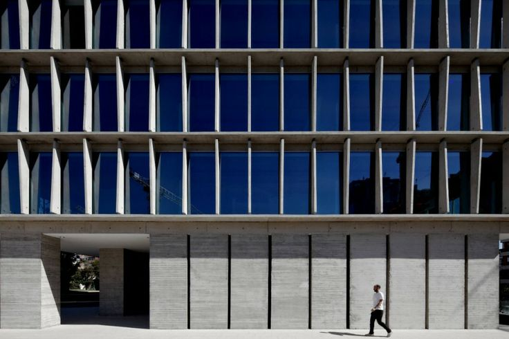 Mobil Arquitectos + Cruz Arquitectos - Office Building in Los Militares Street, Las Condes, Santiago de Chile (2010-2011)