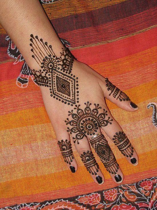 10 Best & Simple Eid Mehndi Designs & Henna Patterns For Hands & Feet 2012   Girlshue