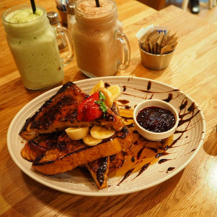 """""""Afternoon catchups at #caffecherrybeansplumpton. Glad to see they've made some positve improvements on their French Toast since my last visit. Delicious…"""""""