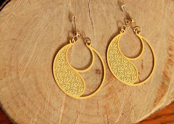 Gold earrings, Boho Earrings, Boho Chic Earrings, yin yang earrings, festival Earrings, Bohemian Earrings, Hippie jewelry, Circle earring, exotic earrings, gold plated earring, big circle earrings, Round Gold Earrings, yin yang jewelry These earrings are 1.25 inches in length and width (3.2cm)  The thickness of the earrings is 0.0197 inches (0.5mm)  The earrings are made from brass plated with 18K gold 1.5 microns thick. The hook earwire /ear stud is made from goldfilled. Each Earring co...