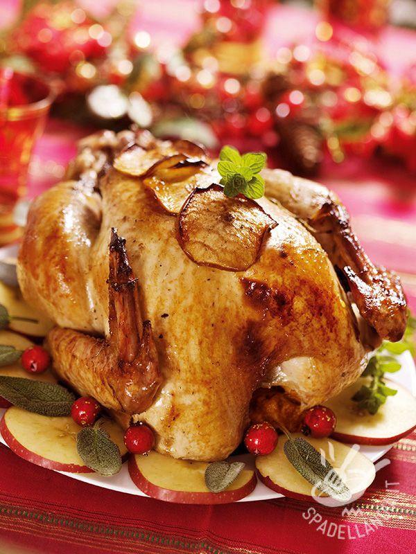 Il Pollo ripieno di mele e prugne: un secondo perfettamente natalizio, gustosissimo e originale. Perché non includerlo anche nella dieta settimanale?