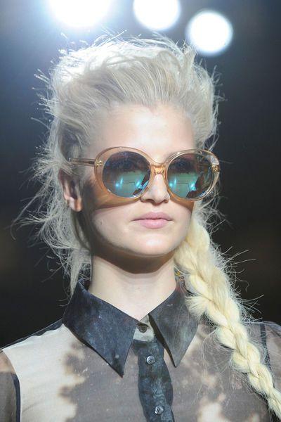 coiffure printemps ete 2014 Londres giles - EN IMAGES. 15 coiffures repérées à la Fashion Week de Londres - L'EXPRESS