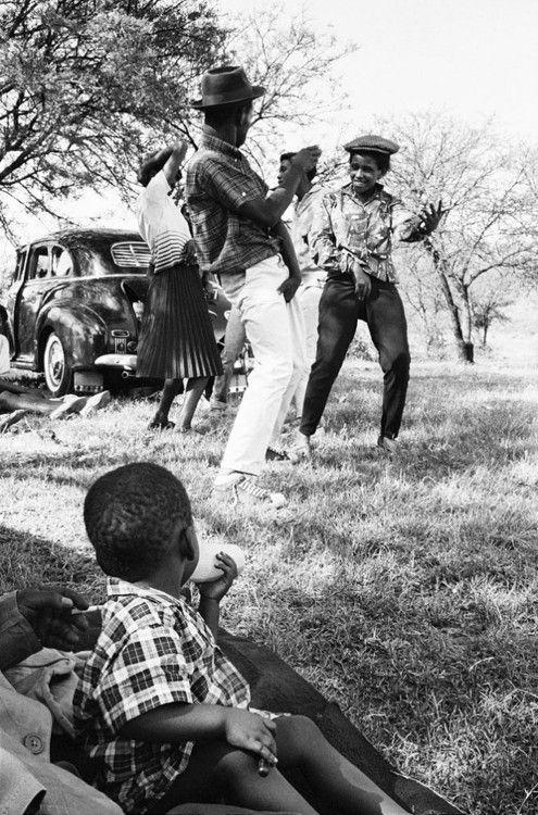 Picnic at Hartebeespoort Dam on New Year's Day, Transvaal (North-West Province), 1965    David Goldblatt