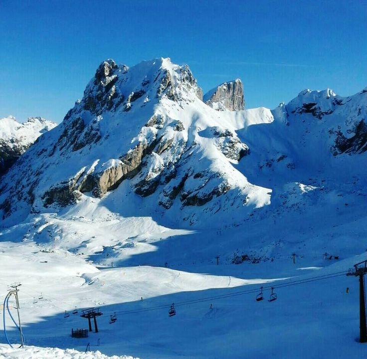 Piste da sci in perfette condizioni! Cielo da sogno!  Le #dolomiti di #fassa vi faranno innamorare!