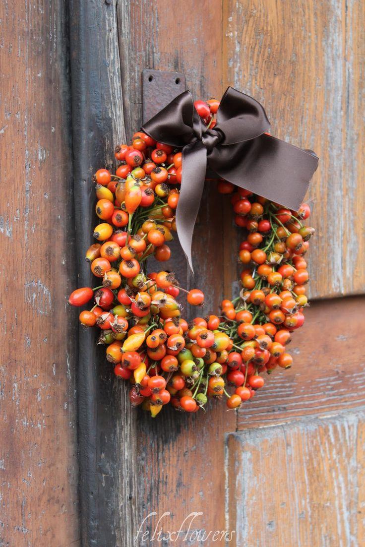 Schon wieder ein Kranz von mir...Ich krieg im Herbst oder eigentlichnie  genug von Kränzen...   Diese vielen Farben in den Hagenbutt...