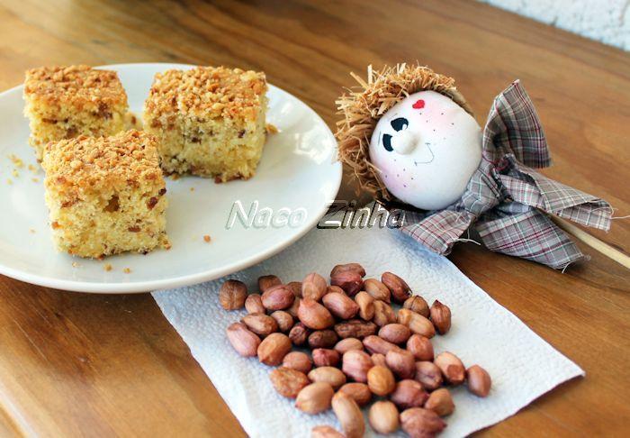 Nessa época de festas juninas, é bom unir o tradicional bolo de fubá com o amendoim, muito comum em pratos típicos e surgiu o bolo de fubá com amendoim.