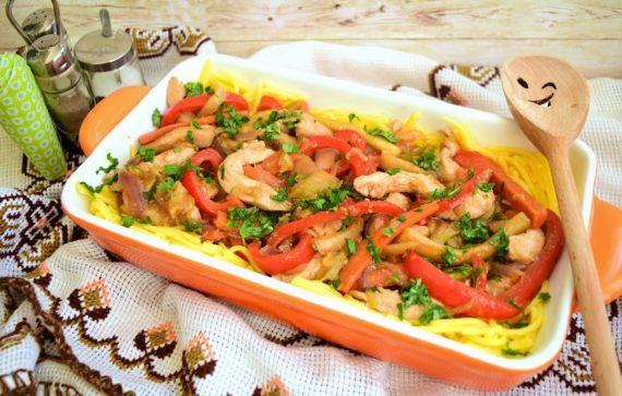 Piept de pui cu legume caramelizate, în sos de soia