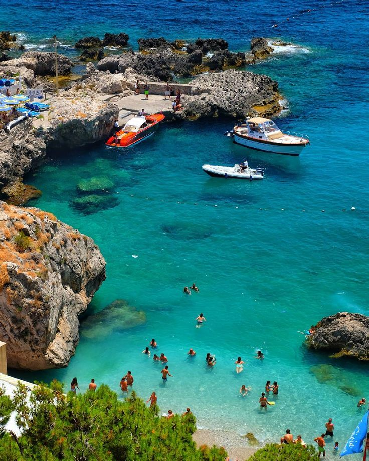 #ig_italy #volgoitalia #italy #best_italiansites #it #loves_united_italia_ #italiainunoscatto #travel #capri #ig_capri #fujixt2 #fujifilmru #awesome #loves_mediterraneo #top_italia_photo #beauty #yallersitalia #europe #italiatricolore #amazing #like4like #instagood #followme #италия #sea #instadaily #summer #relax #luxury #landscape