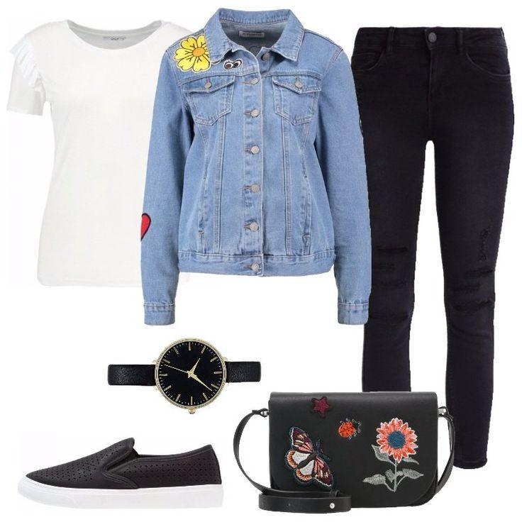 Se amate le patch, questo look composto da una giacca in denim, un jeans nero e una maglia a maniche corte bianca è adatto a voi. Per completare il tutto, ho scelto una borsa nera con patch.