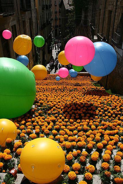 Festa de les Flors de Girona / flower festival in Girona. Temps de flors)  Catalonia
