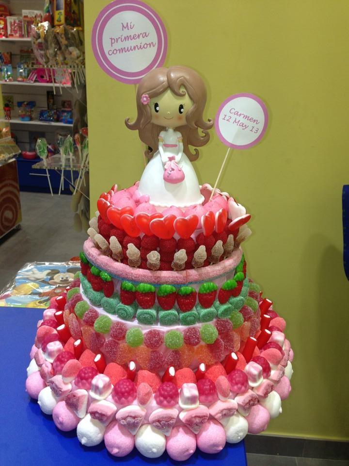 Y otra tarta muy especial para una comunión recién salida de la fábrica de golosinas de Dulce Diseño Nervión.
