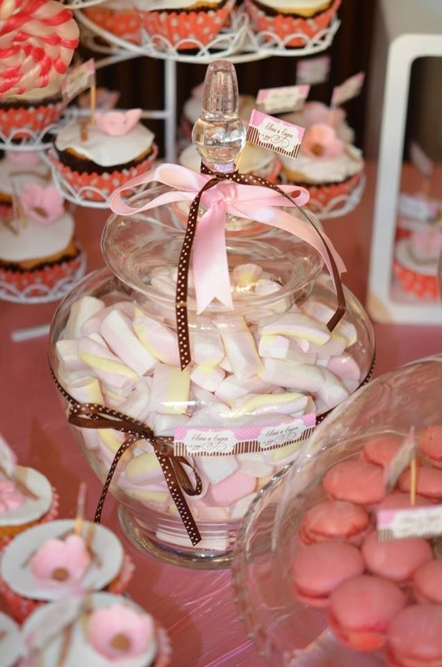 By www.magentaevents.ro #pink #brown #candybar #nunta #iasi #macarons #cupcakes #marshmallows