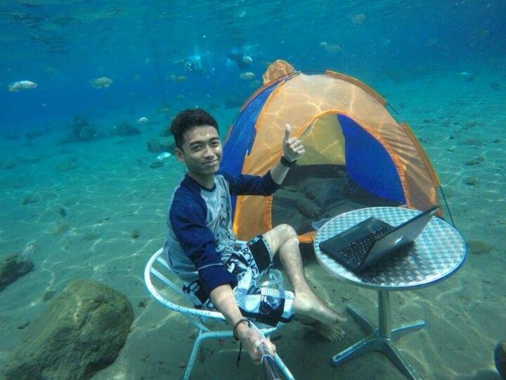 . Nah kan siapa bilang foto underwater itu sulit.   Tag teman kamu yang harus coba seperti ini.  ____________________  Loc. Umbul Ponggok. Klaten. Indonesia.  @indovidgram #Indovidgram #IVGtravel  #akukembara by hendisyahputra
