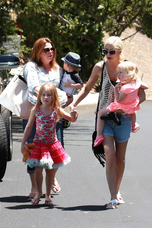 Tori Spelling & Kids: Pool Party Time