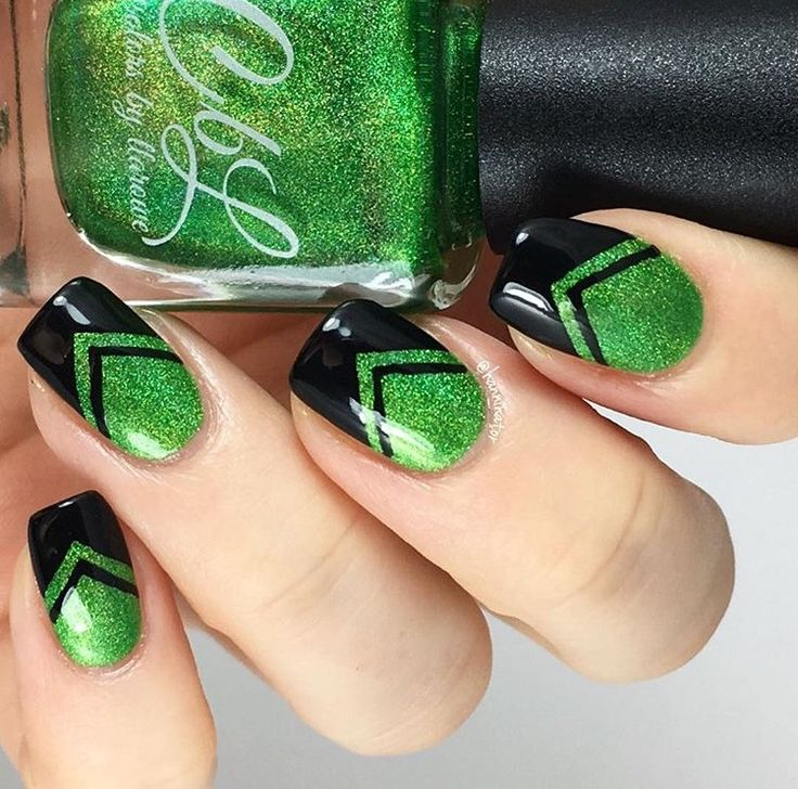 Beautiful manicure by @thehanninator using our Single Chevron Nail Vinyls found at snailvinyls.com