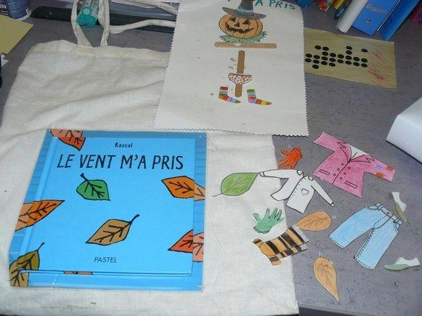 Voici ma petite contribution concernant un album que j'ai présenté à mes élèves de PS MS GS CP , en automne. Il s'agit de Le vent m'a pris de Rascal. Les élèves l'ont adoré, j'en ai donc fait un sac à album Pour le corps de l'épouvantail: 2 bâtonnets,...