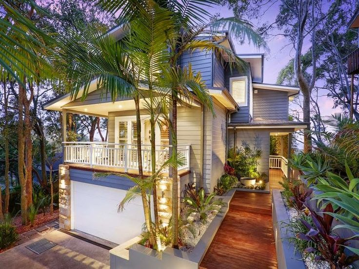 This is MY PERFECT DREAM exterior. I love the landscaping. Ideal colours would be white weatherboard with teak trim.