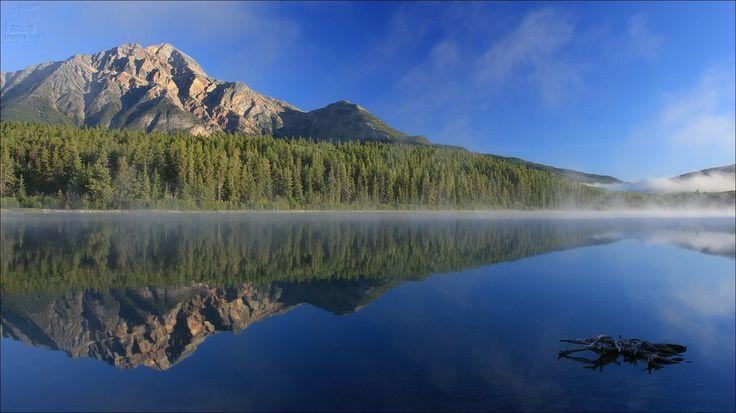 Patricia lake and Pyramid Mountain (2786m) - Jasper National Park - AL - Canada