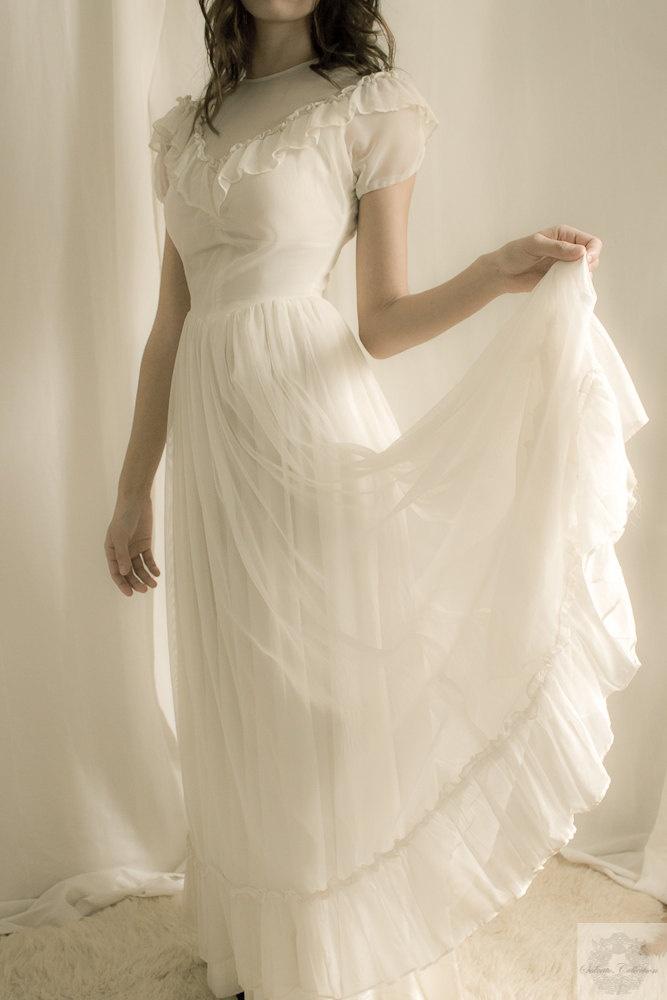 1920 39 s wedding dress white ruffles for Wedding dresses in the 1920s