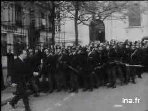 Mai 68: Intervention de Daniel Cohn Bendit dans la cour de la Sorbonne -...