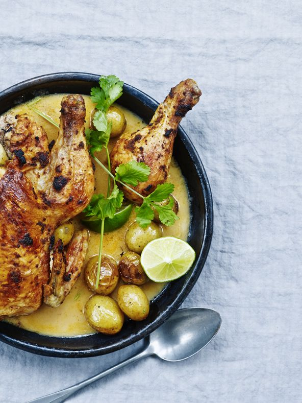 Opskrift på kylling med spicy kokossauce. Besøg siden; mariemelchior.dk og bliv inspireret til mange flere opskrifter med kylling og mange andre middagsretter