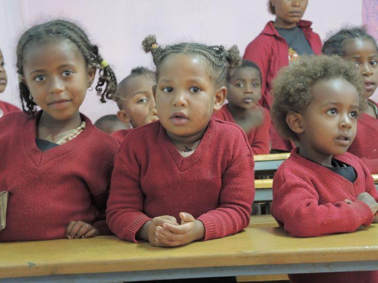 Ethiopia Schulkinder einer Vorschule. Kinder von Frauen, die im Projekt dieser Weberei einen Arbeitsplatz und Kinderbetreuung erhalten.