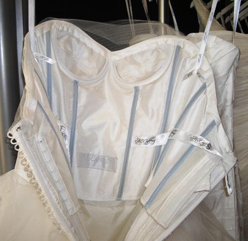 wedding gown internal support or corselette: from mcorset.jpg (494×480)