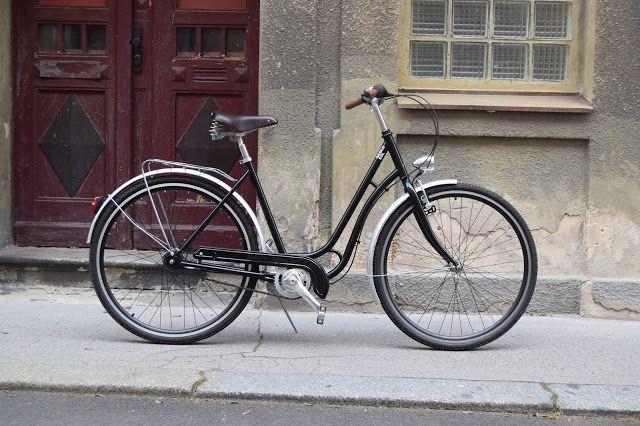 Timeless Classic, black bike