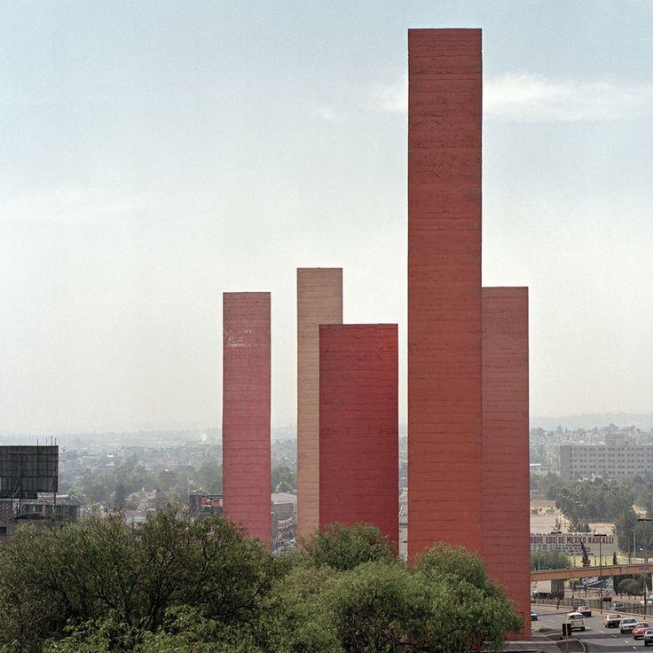 Torres Satélite, México D. F., 1957. Foto: Kim Zwarts. Luis Barragán