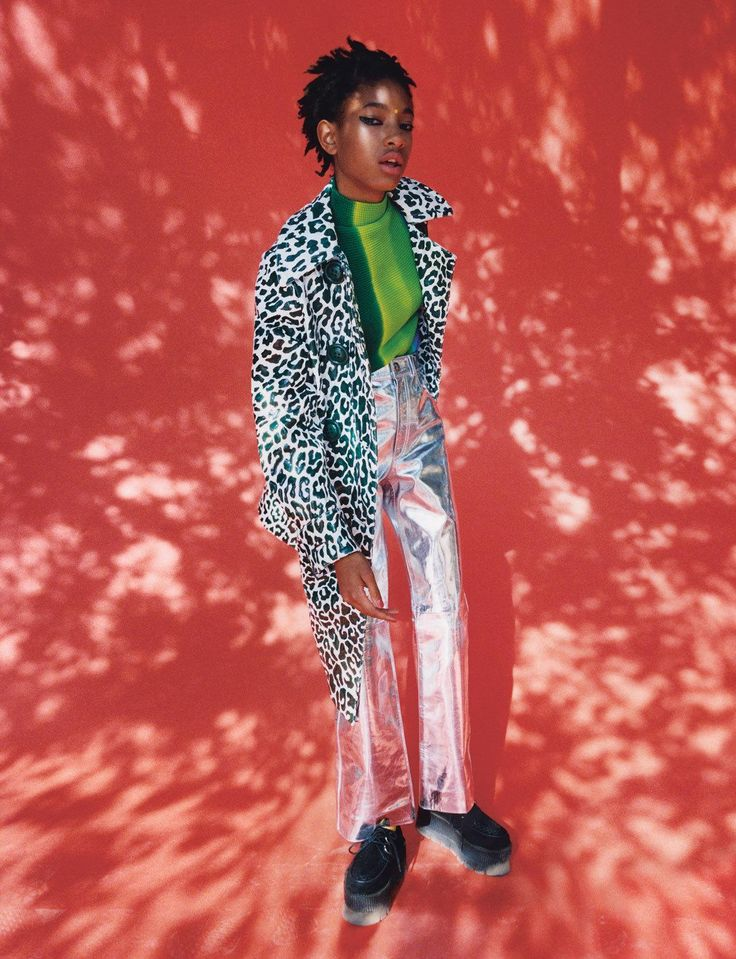 Willow Smith habite un monde où l'imagination et la curiosité dépassent l'entendement. Portrait.