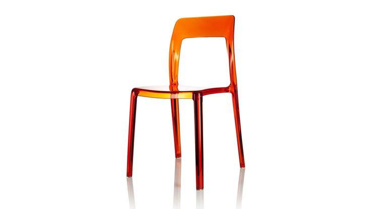 Transparent orange Pudeln plaststol. Polykarbonat, stol, plast, köksstol, kök, matsalsstol. http://sweef.se/stolar/59-pudeln-stol-i-polykarbonat.html