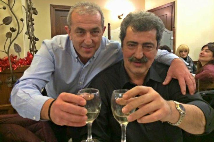 Με κρασί και μαντινάδα το «καρφί» του Πολάκη στον Άδωνη (εικόνα)